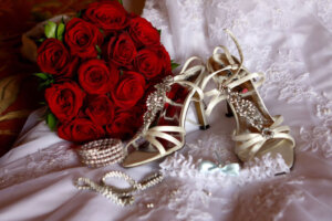red roses bridal bouquet with shoes