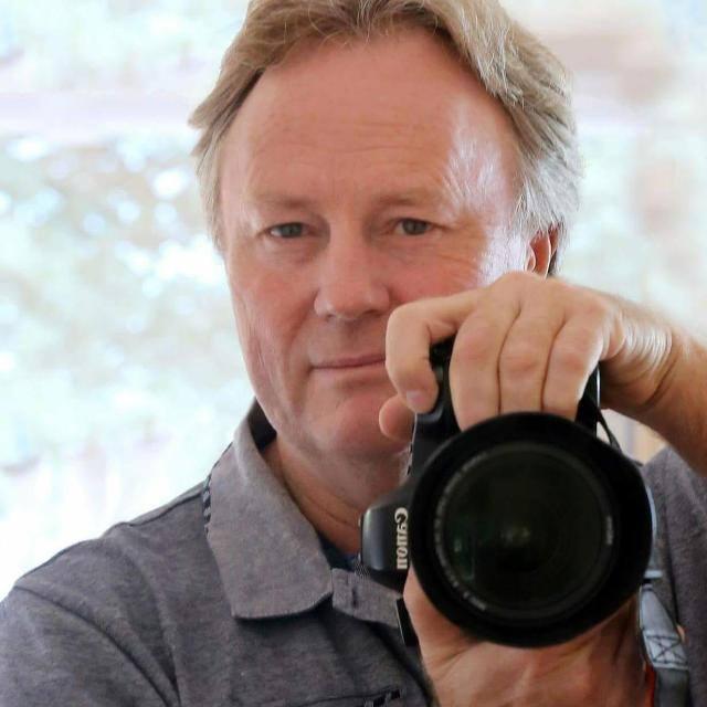 photographer Gerhard de Bruin with camera